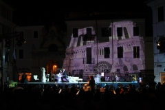 opera-lirica-in-piazza-scenografie-video_6